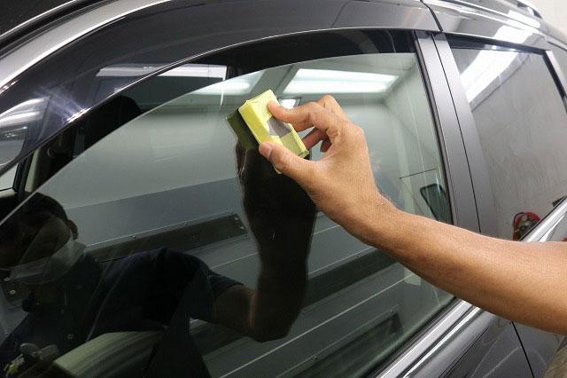 ガラスの油膜除去剤